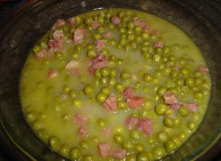 Овощной салат с горошком и... Состав совсем простой.